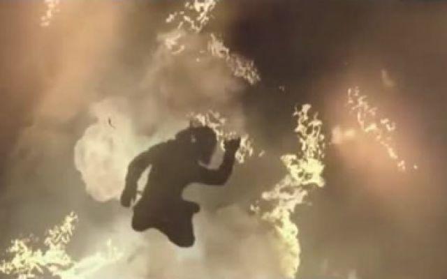 《火海营救》消防兄弟情!队长为保护战友牺牲自己跌入火场