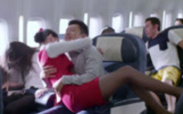 浪漫天降(片段)飞机坠落空姐第一时间该干啥