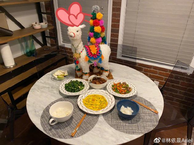 林依晨晒餐食照庆结婚五周年:还请继续多多指教