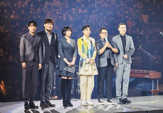 吴青峰开演唱会苏打绿合体 上万名观众戴口罩力挺