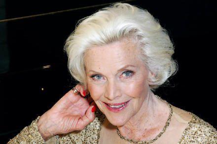 邦女郎霍纳尔·布莱克曼去世享年94岁 《007》制片人表达悼念
