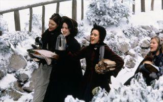 """《小妇人》曝 """"惊喜佳肴""""圣诞片段 马奇姐妹看到美食的表情亮了"""