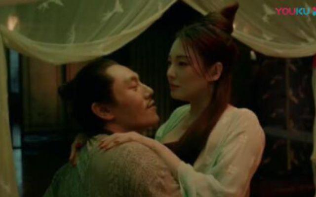 张雨绮和丈夫正亲热,可不料有猫妖在外偷看,太可怕了