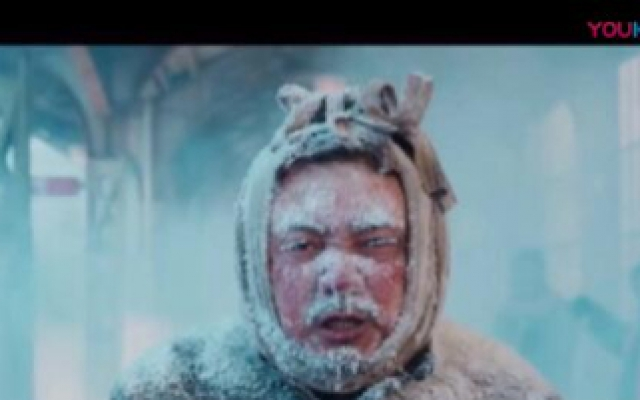 《囧妈》徐峥被反锁在火车外边一夜,冻的惨不忍睹