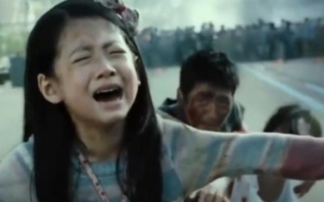 流感:小女孩张开双臂为妈妈挡子弹,催人泪下