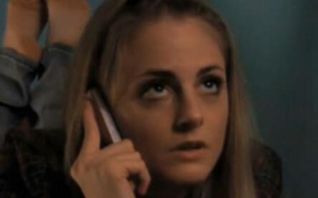 众生平等:迪莉娅与妹妹通电话