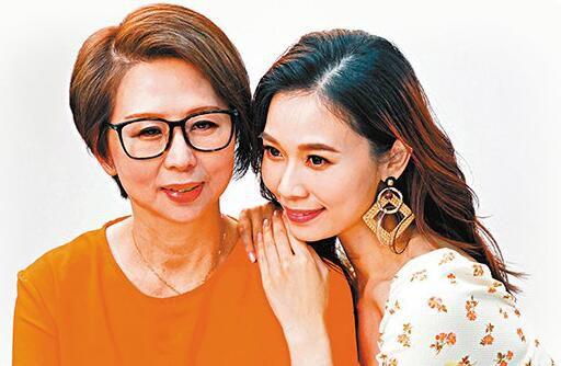 杨秀惠首次母女档拍广告 妈妈获赞冻龄有术