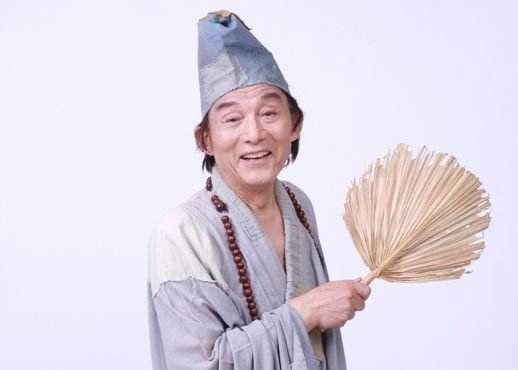 """86岁游本昌重扮济公 赞防疫医护人员是""""当代济公"""""""