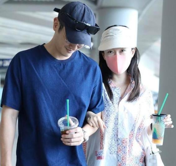霍思燕携手杜江现身机场,网友:好甜啊