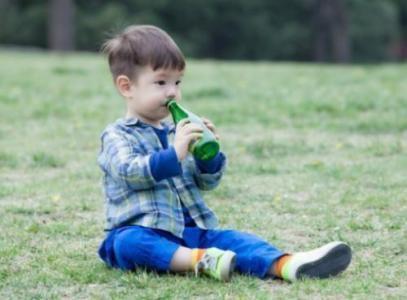 """6岁嗯哼长大了!打网球步伐矫健获赞""""小男子汉"""""""