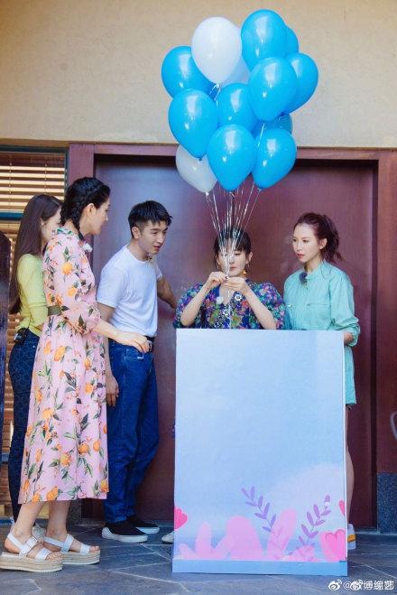 谢娜参加的综艺节目《妻子的浪漫旅行第四季》金瀚助手上线