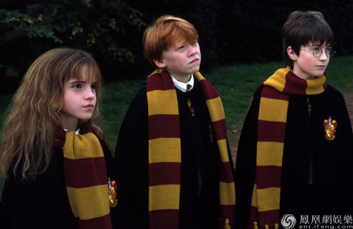 《哈利·波特与魔法石》曝预告 霍格沃茨三人组整装待发