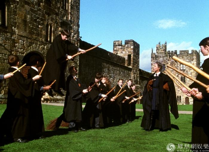 《哈利·波特与魔法石》曝片段 上映三天连庄票房日冠