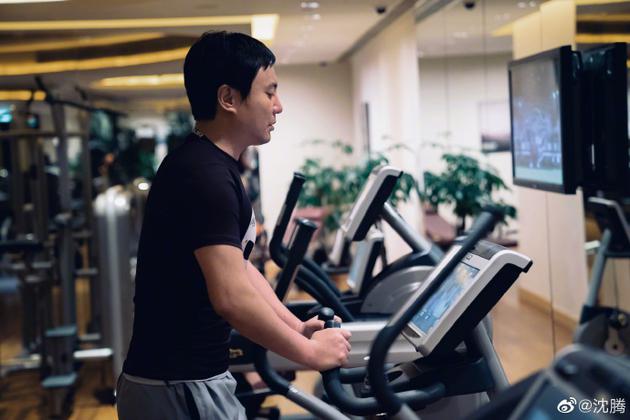 沈腾晒健身照肌肉明显身材变瘦? 原来是18年旧照