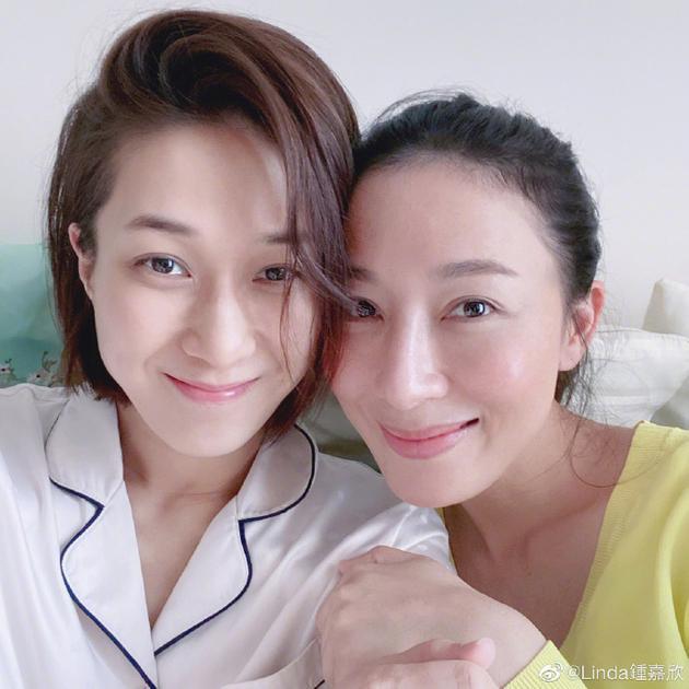 钟嘉欣和杨茜尧素颜合影