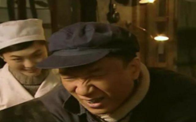 杨老三找护士打针,俩人正腻乎着呢,他的女徒弟进来了 精彩来了