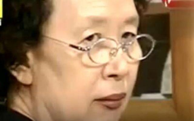 搞笑一家人:文姬为报复海美做菜狂放辣椒,结果自己进医院了