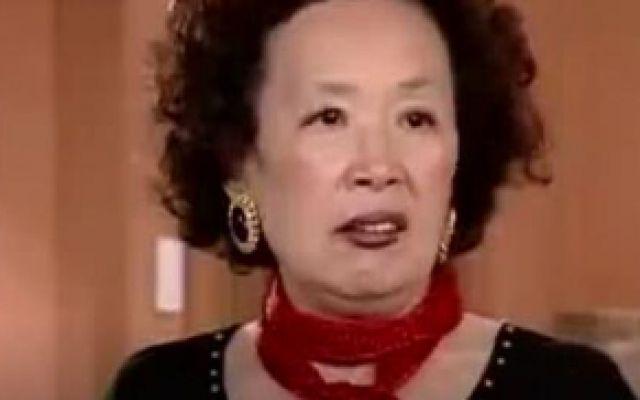 《搞笑一家人》罗文姬女士化妆这段真的是看几遍笑几遍!不忍直视