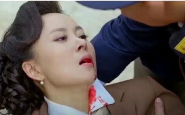 决战江桥:坏人被围攻,还要做最后的挣扎,美女舍身救男子!