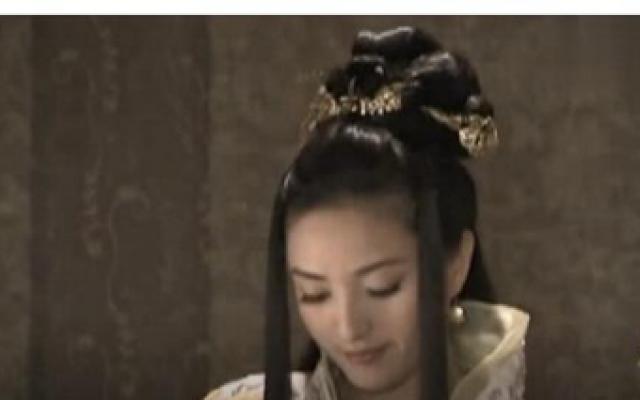 驸马爷站在外头,看公主做针线活,五年的夫妻了竟傻乎乎的看呆了