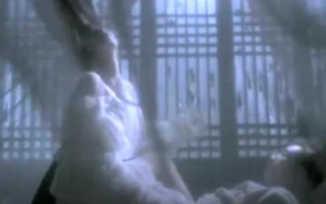 倩女幽魂:破庙中杂乱不堪,情侣竟在此过夜,结果可想而知