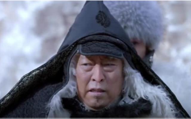 """林海雪原:座山雕举行""""军事演习""""试探胡彪,胡彪下手咋这么狠啊"""