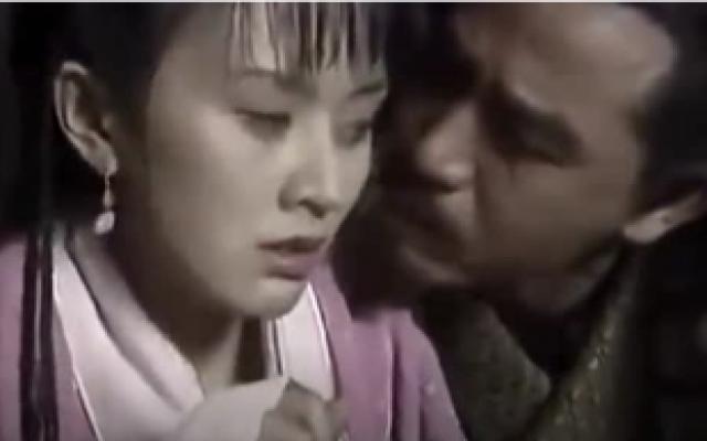 朱元璋提前享受当皇帝的感觉,威逼利诱宫女,最终得手!